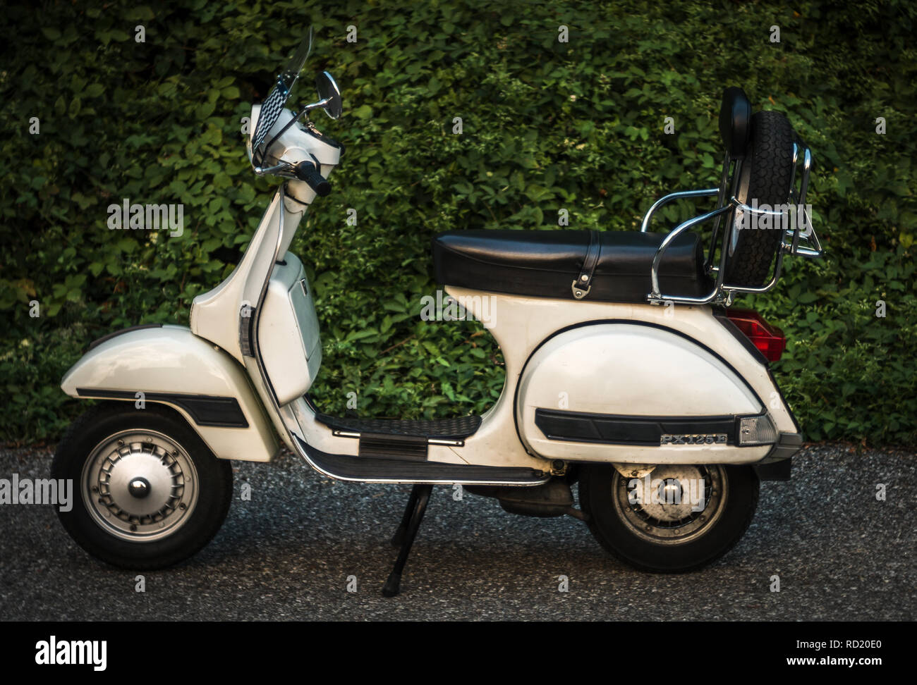 vespa 125 stock photos vespa 125 stock images alamy. Black Bedroom Furniture Sets. Home Design Ideas