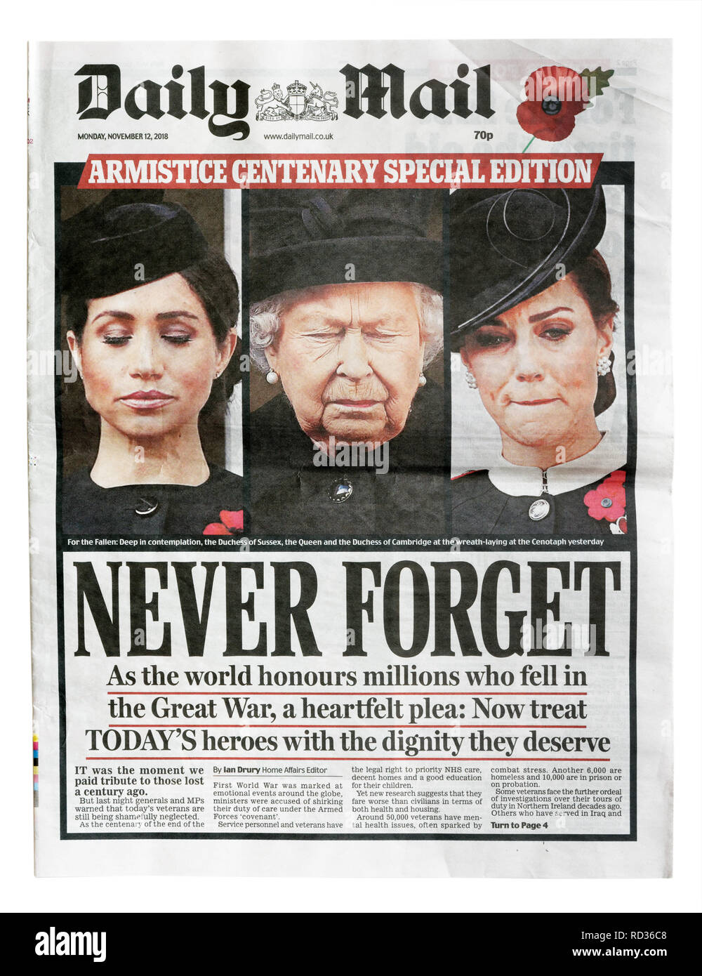 The front page of the Daily Mail from November 12 with the headline Never Forget, about the celebration of 100 years after the armistice - Stock Image