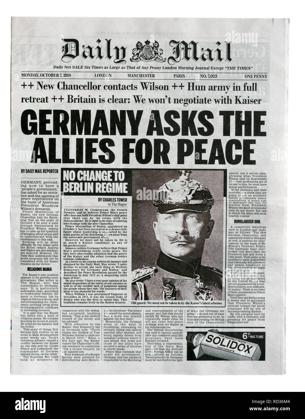 The reproduction front page of the Daily Mail from with the headline - Stock Image