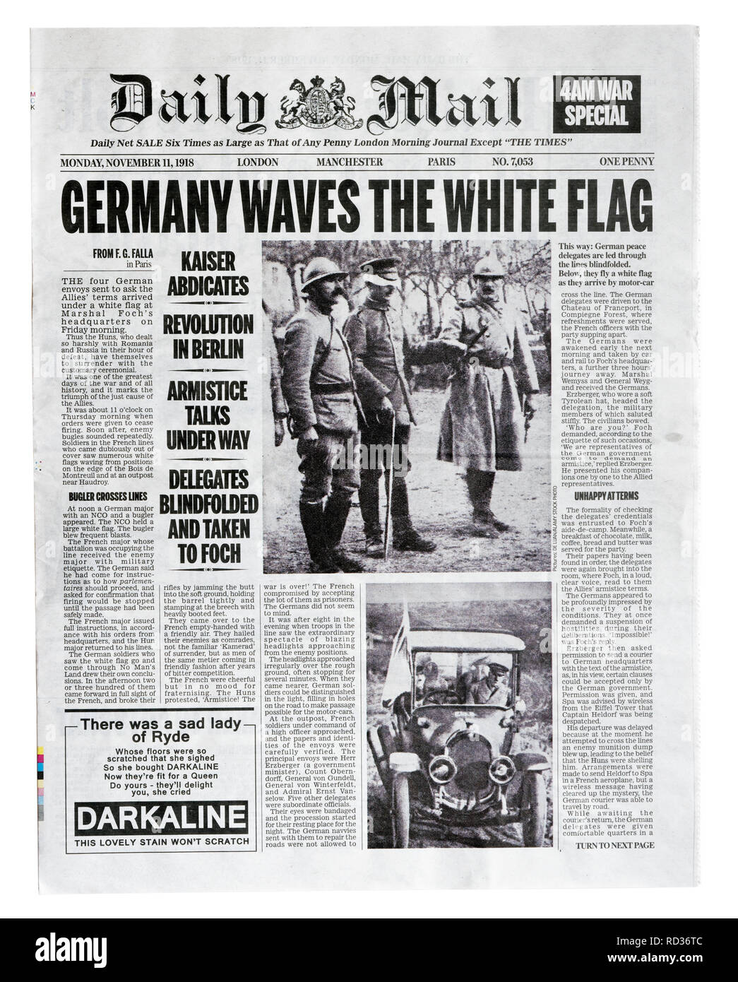 The front page of a reproduction Daily Mail from November 11 1918 with the headline Germany Waves The White Flag - Stock Image