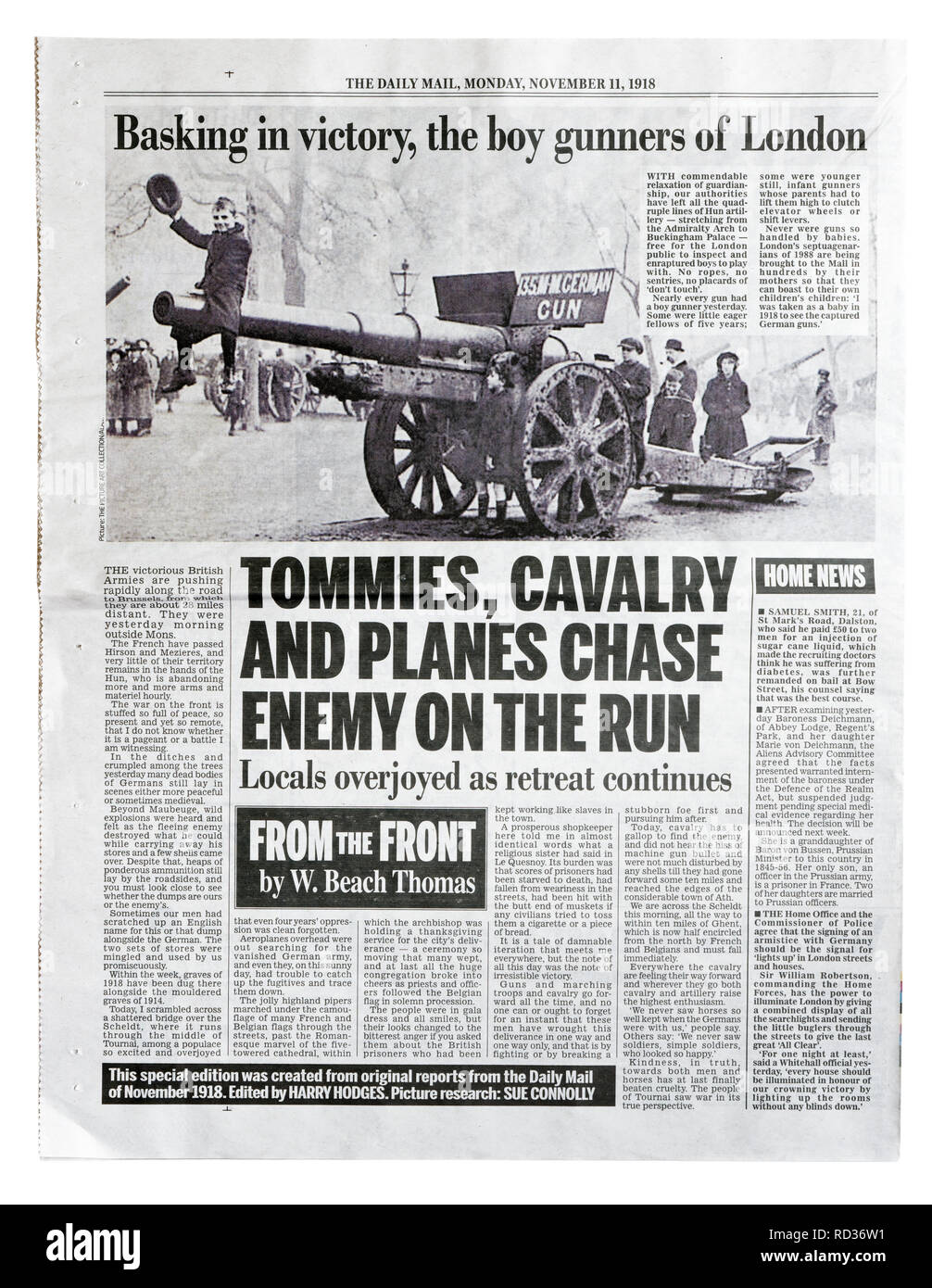 The back page of a reproduction Daily Mail from November 11 1918 with the headline Tommies, Cavalry and Planes Chase Enemy On The Run - Stock Image