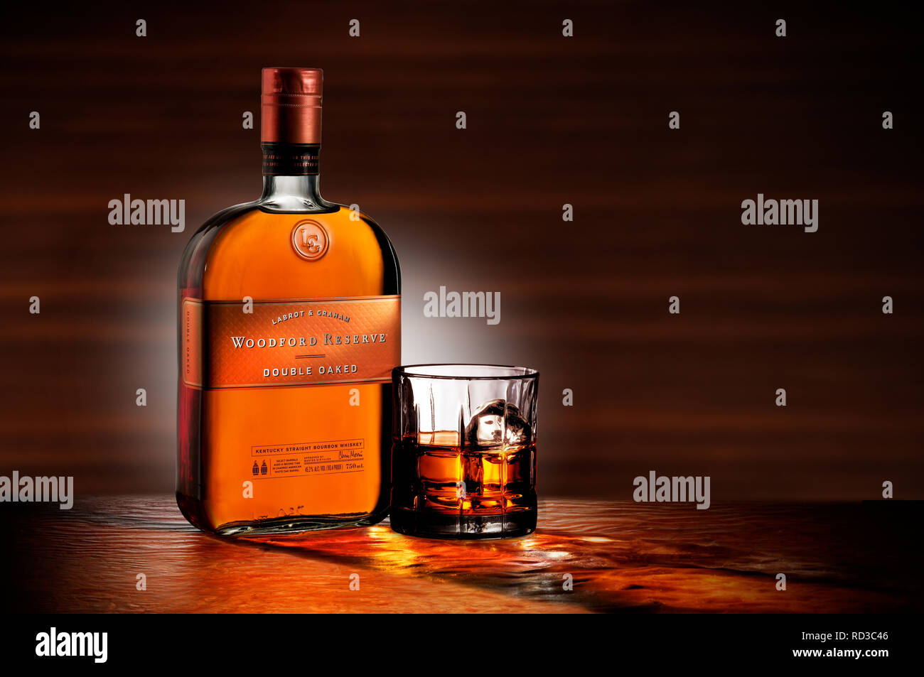Color image of bottle of Woodford Reserve Whisky and a glass of whisky, studio shot - Stock Image