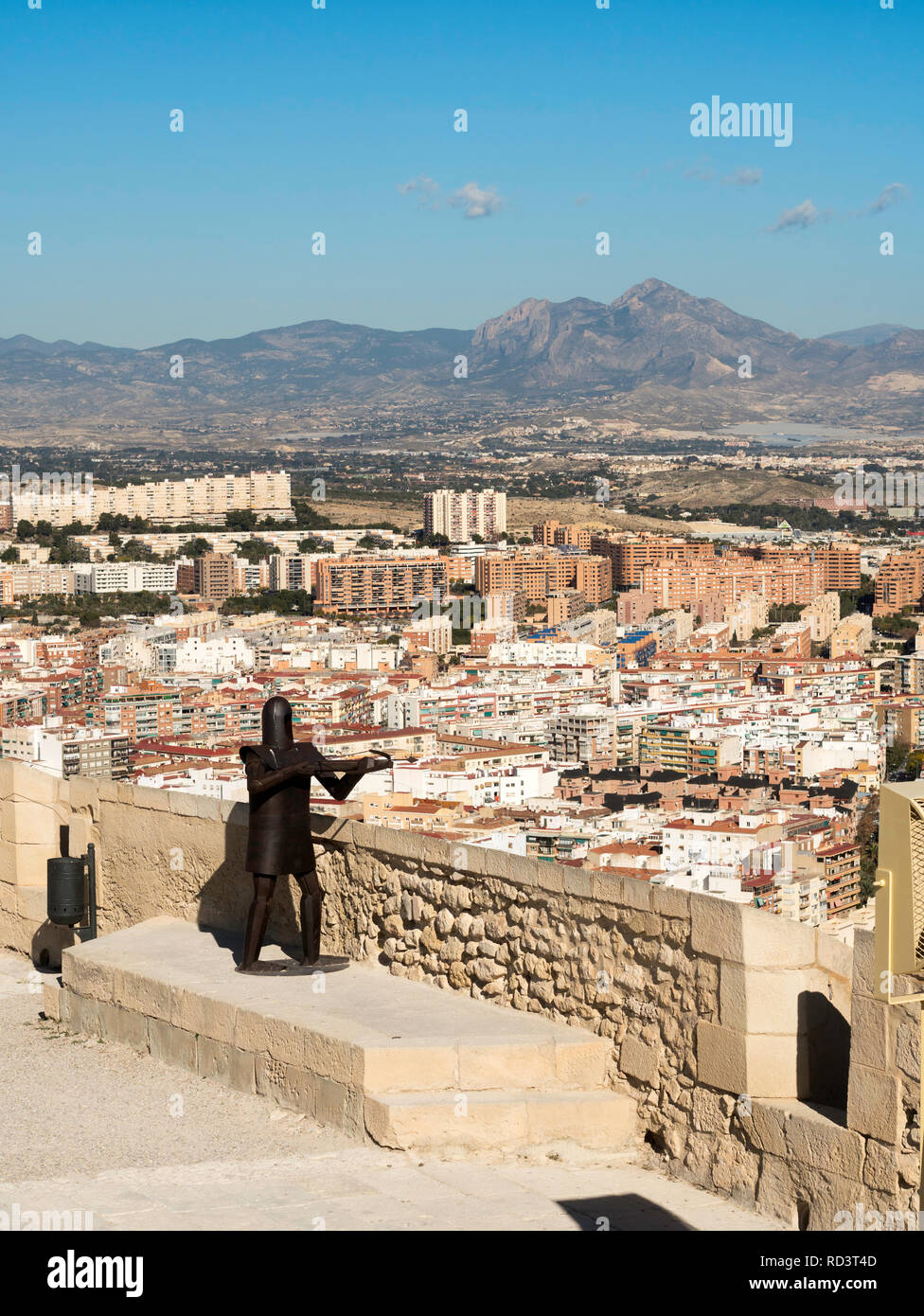A steel sculpture of a medieval soldier firing a crossbow on the ramparts of Alicante castle, Spain, Europe - Stock Image