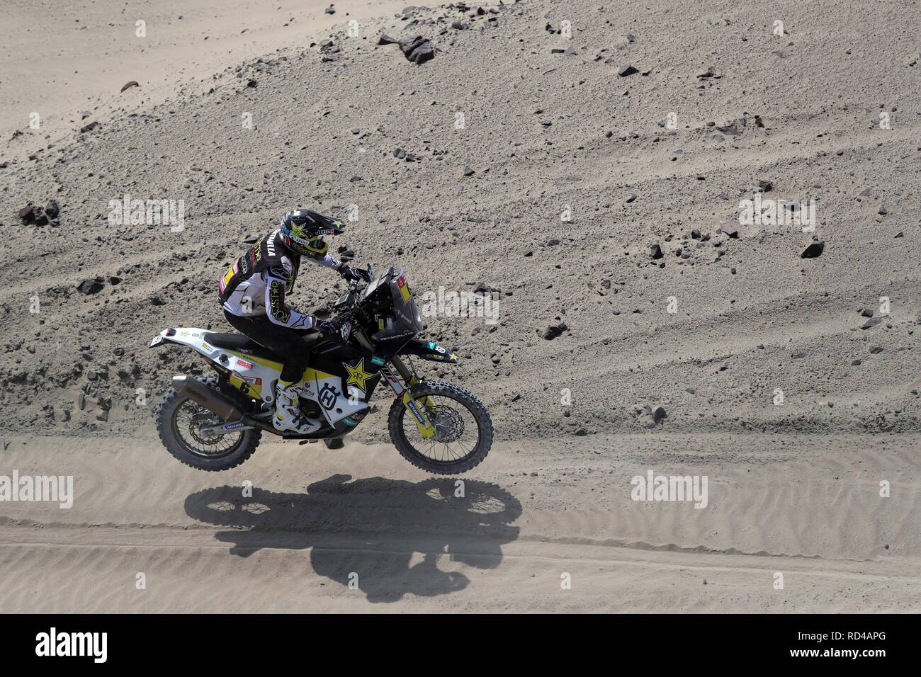 Pisco, Peru. 16th Jan, 2019. Chilean Pablo Quintanilla rides his Husqvarna during the ninth stage of the Rally Dakar 2018, in Pisco, Peru, 16 January 2019. Credit: Ernesto Arias/EFE/Alamy Live News - Stock Image