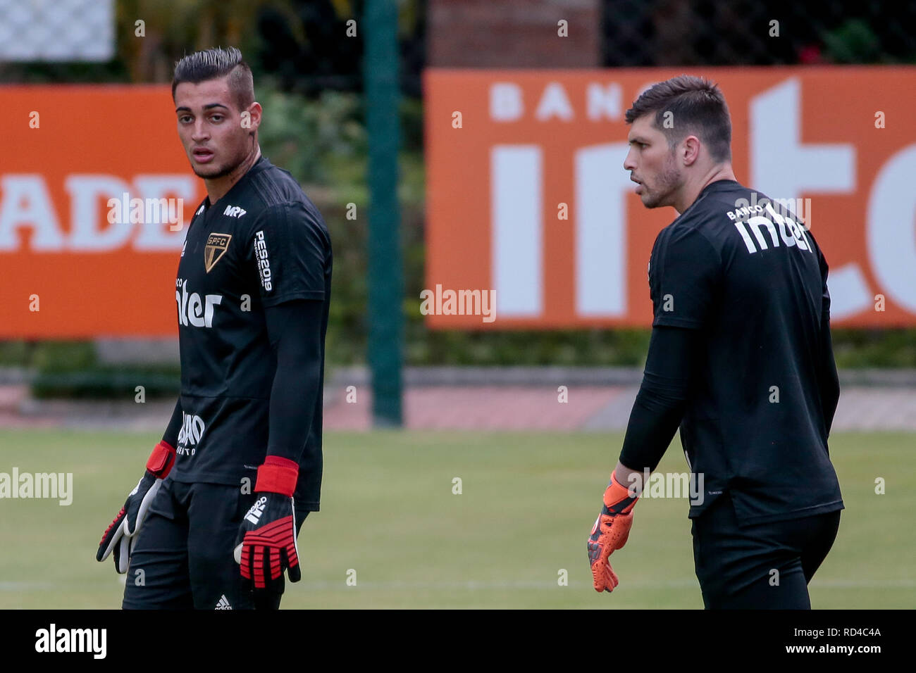 855a26cf2 SP - Sao Paulo - 01/16/2019 - Training of Sao Paulo - Jean (e) and Tiago  Volpi during training of Sao Paulo at CT Barra Funda. Photo: Marcello  Zambrana / ...