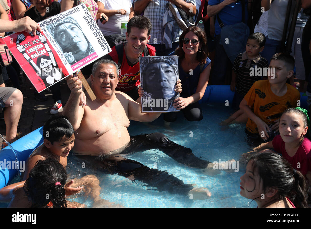 Buenos Aires, Buenos Aires, Argentina. 16th Jan, 2019. Social activists protest in downtown Buenos Aires against the arrest of activist Milagro Sala. They make a protest bathing in canvas pools next to the Obelisk. Credit: Claudio Santisteban/ZUMA Wire/Alamy Live News - Stock Image