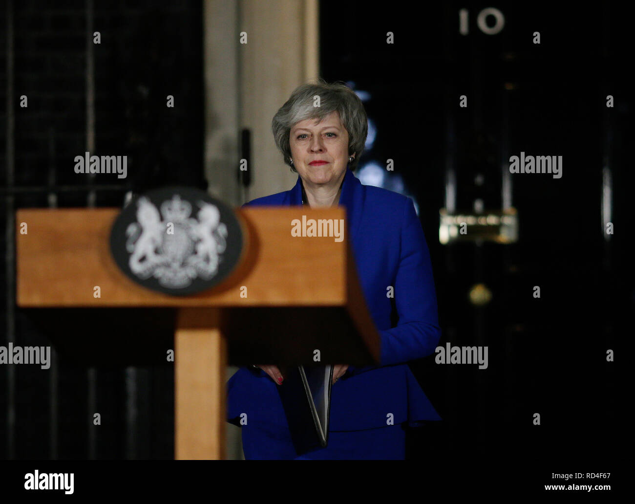 London, London, UK. 16th Jan, 2019. British Prime Minister Theresa May prepares to make a statement outside 10 Downing street, in London, Britain on Jan. 16, 2019. The British government survived a no-confidence vote at the parliament on Wednesday, one day after it suffered a record-breaking Brexit deal vote defeat. Credit: Tim Ireland/Xinhua/Alamy Live News - Stock Image