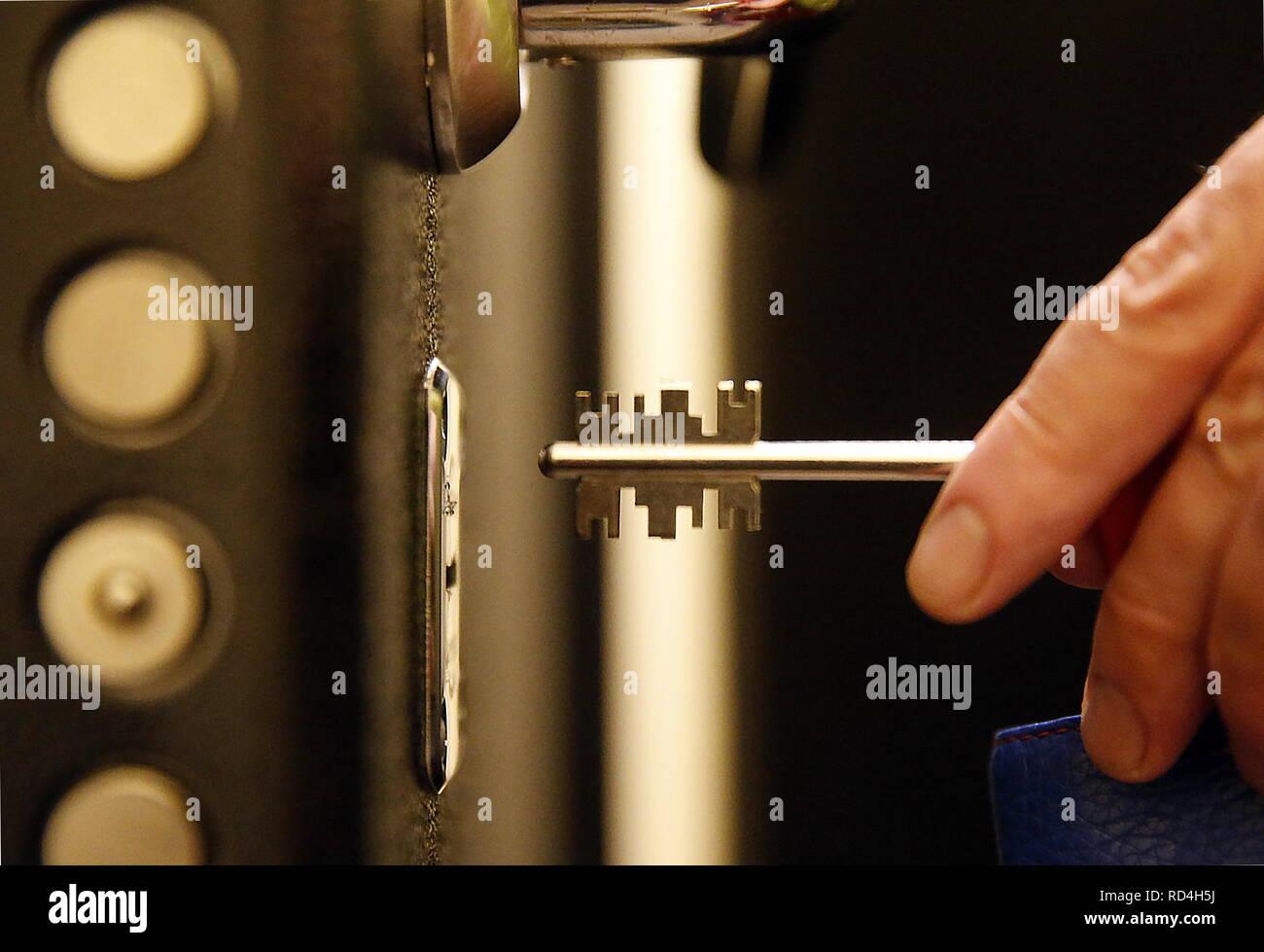 ROSTOV-ON-DON, RUSSIA - JANUARY 10, 2019: Inserting a key into a keyhole. Valery Matytsin/TASS - Stock Image
