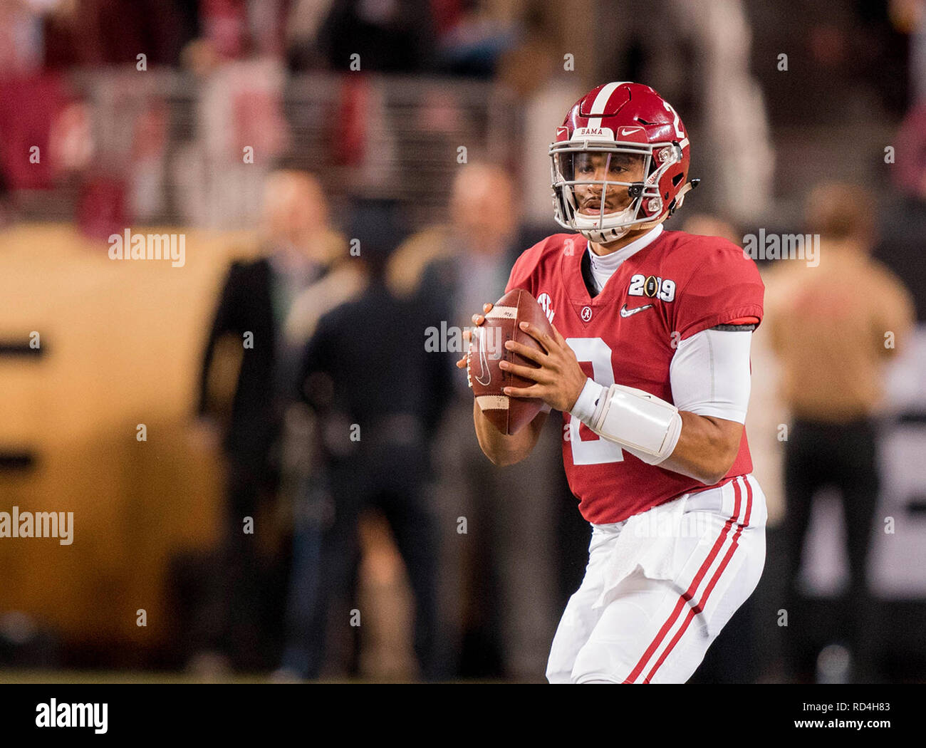 January 7, 201 Santa Clara, CA.Alabama quarterback (2) Jalen Hurts looks for an open receiver during the national championship game between the Alabama Crimson Tide and the Clemson Tigers at Levi Stadium on January 7, 2019. Clemson defeated Alabama 4416. (Absolute Complete Photographer & Company Credit: Juan Lainez/MarinMedia.org/Cal Sport Media (Network Television please contact your Sales Representative for Television usage.) (Television usage must over-burn ''MarinMedia'' on the top right corner of the screen to use on television) - Stock Image