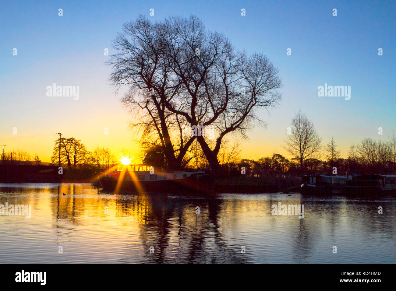 Rufford, West Lancashire, UK. Marina Sunrise. 17th January 2019.  A cool & crisp start to the day as a beautiful morning sunrise cascades over the canal boats moored on the picturesque Rufford Marina in West Lancashire.  Credit: Cernan Elias/Alamy Live News - Stock Image