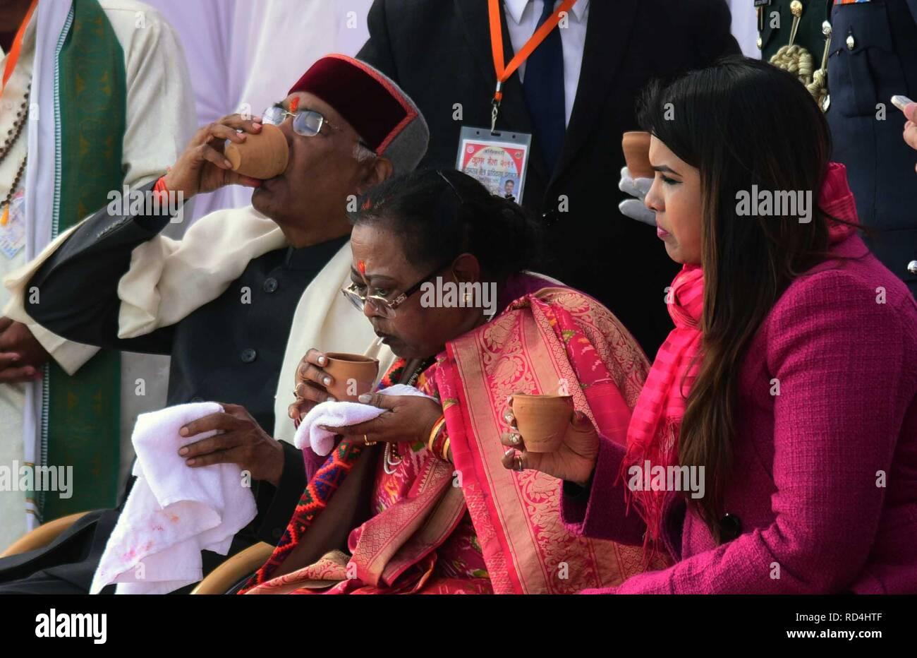 Allahabad, Uttar Pradesh, India. 17th Jan, 2019. Allahabad: President Ram Nath Kovind along with his family at Sangam in Allahabad on 17-01-2019. Credit: Prabhat Kumar Verma/ZUMA Wire/Alamy Live News Stock Photo