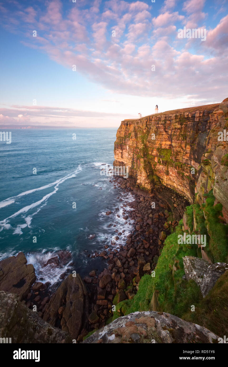 Dunnet Head cliffs and lighthouse, Caithness - Stock Image
