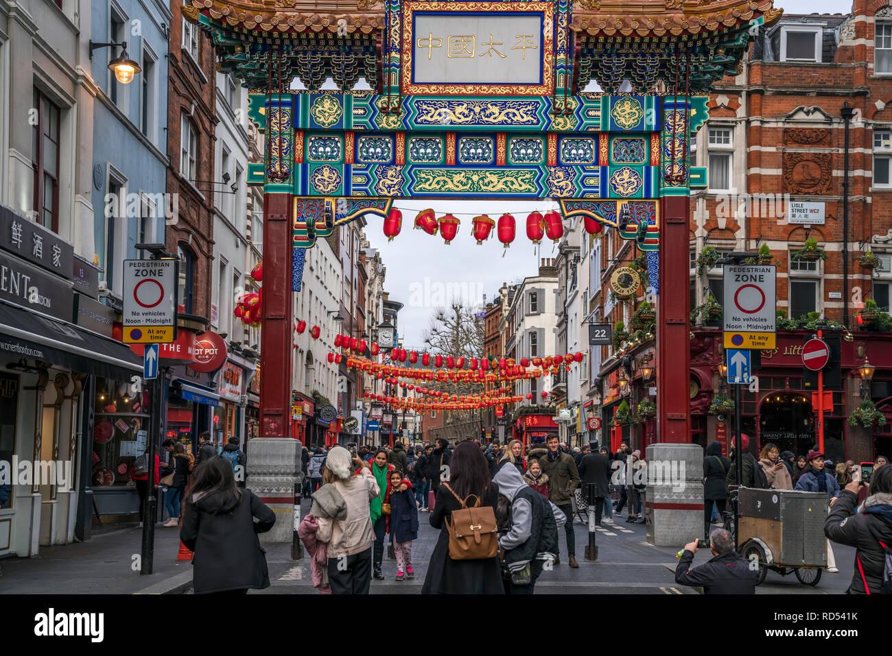 Chinatown Tor, Wardour Street , London, Vereinigtes Königreich Großbritannien, Europa |  Chinatown Gate on Wardour Street  London, United Kingdom of G - Stock Image