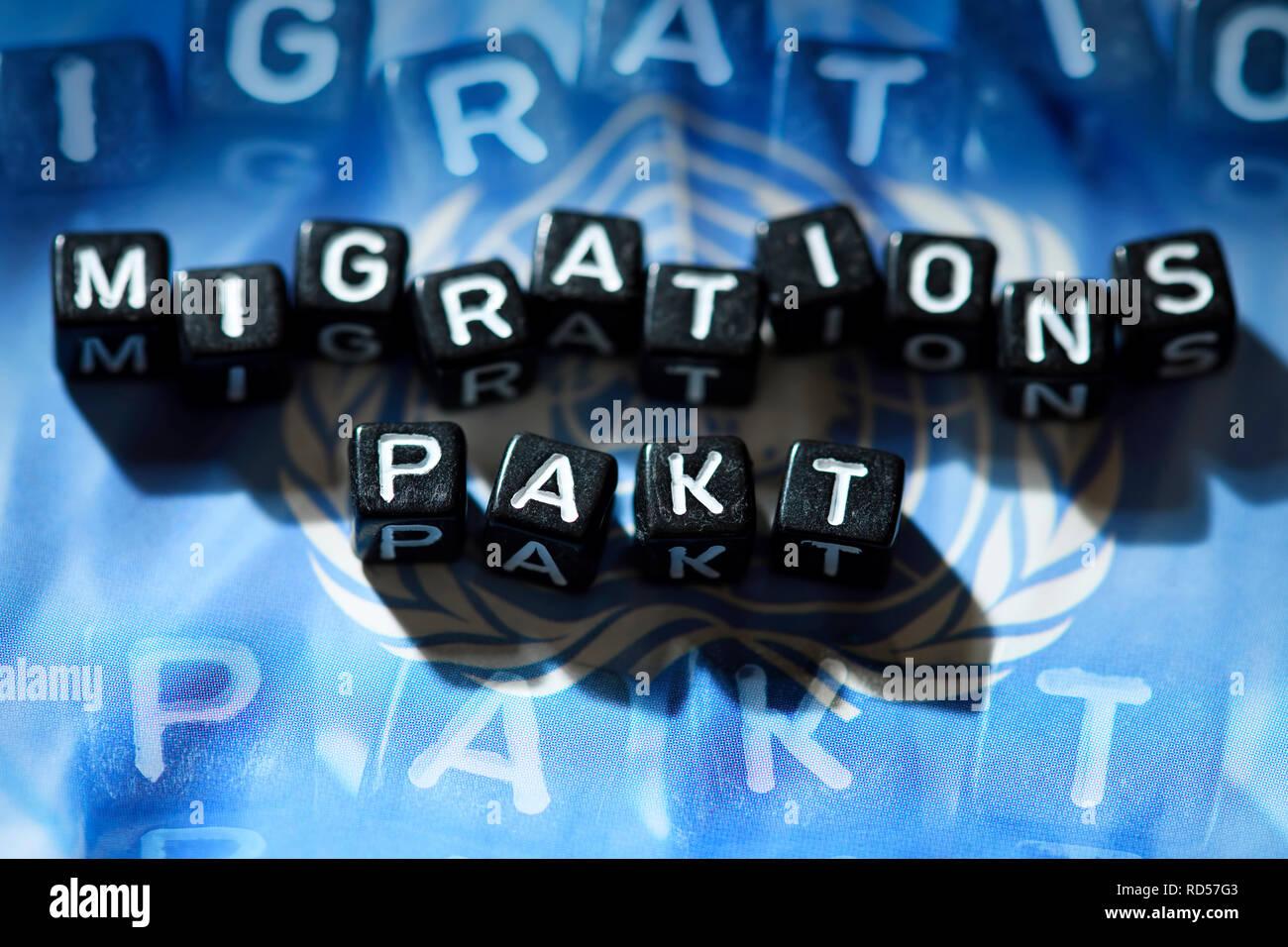 Letters form the word Migration pact on UN flag, Buchstaben formen das Wort Migrationspakt auf UN-Fahne - Stock Image