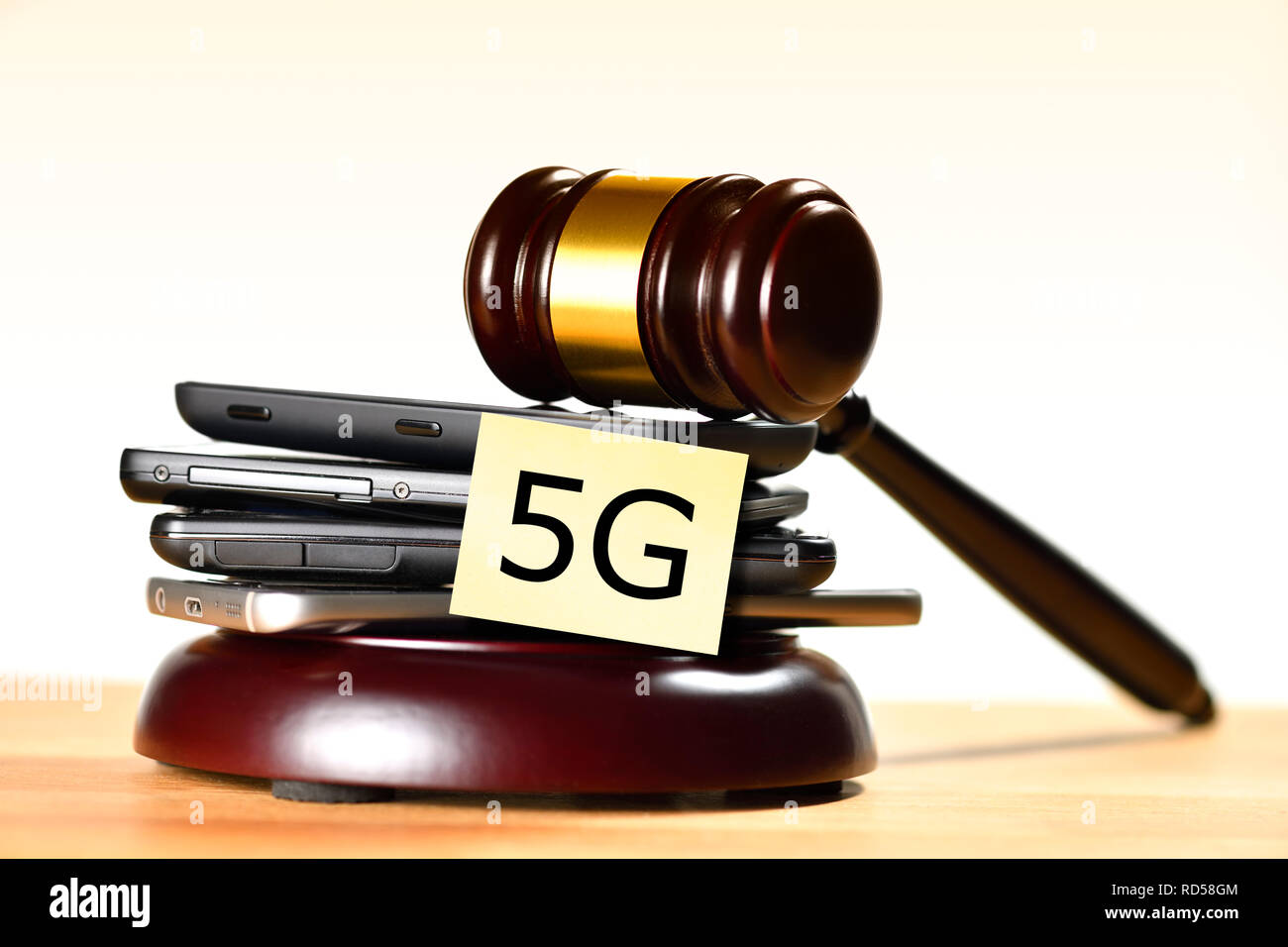 Smartphones and gavel, 5G frequencies auction - Stock Image