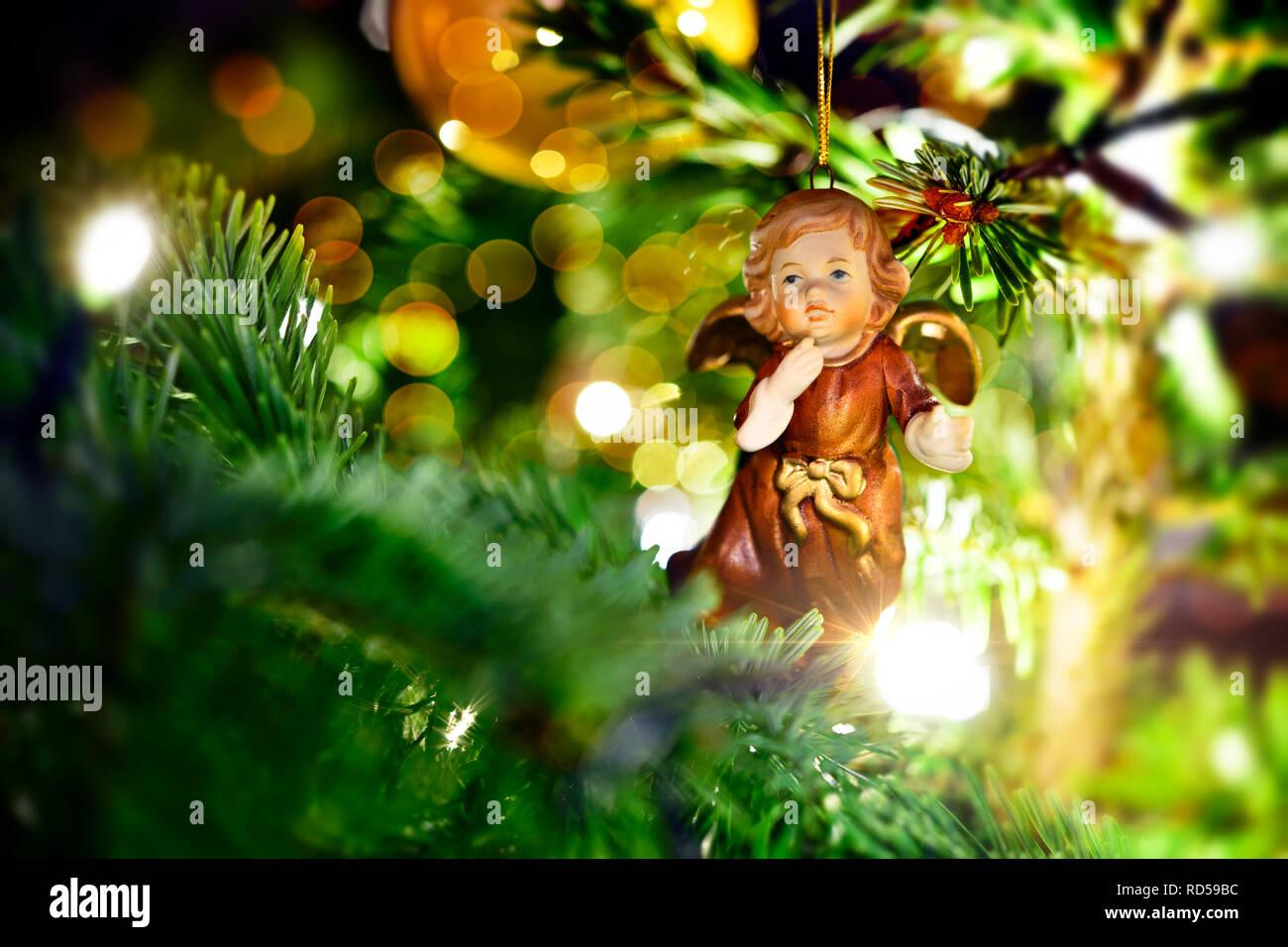 Foto Weihnachtsbaum.Angel S Figure In A Christmas Tree Engelsfigur An Einem