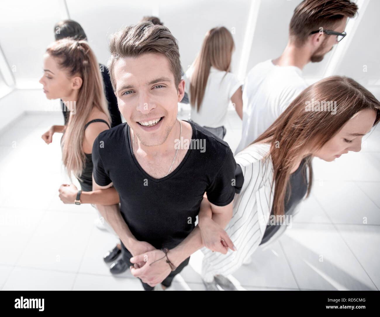 guy standing in a circle with his team - Stock Image