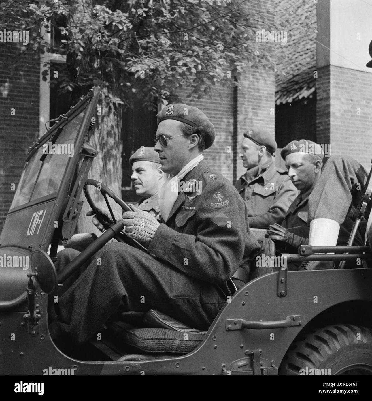 Als regel bestuurde Prins Bernhard zelf zijn jeep, Bestanddeelnr 900-2497. - Stock Image