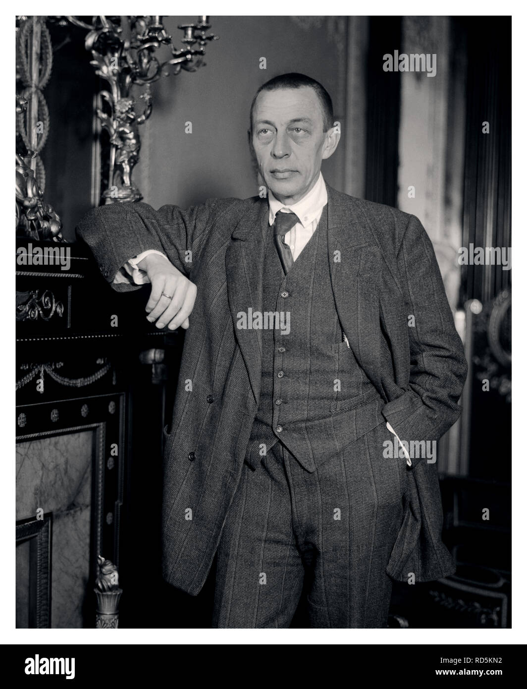 Rachmaninoff 1940 B&W portrait of the renowned Russian composer Sergei Rachmaninoff (1873-1943) Sergei Vasilyevich Rachmaninoff was a Russian composer, virtuoso pianist and conductor of the late Romantic period, some of whose works are among the most popular in the Romantic repertoire. Born into a musical family, Rachmaninoff a child prodigy took up the piano at age four. - Stock Image