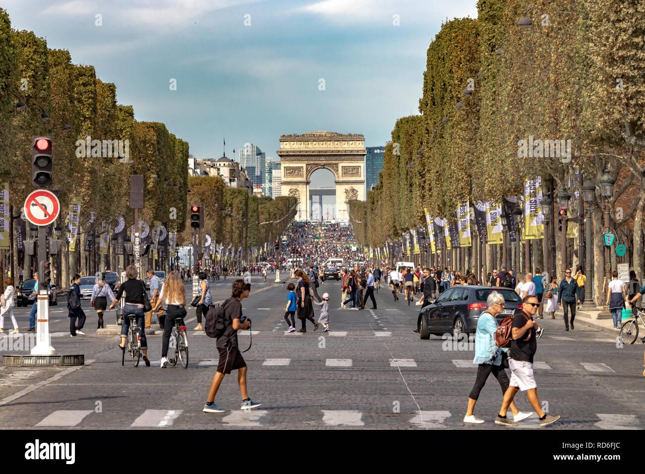 Traffic waits at a signal near Place de la Concorde on the Champs-Élysées with the Arc de Triomphe in the distance ,Paris ,France - Stock Image