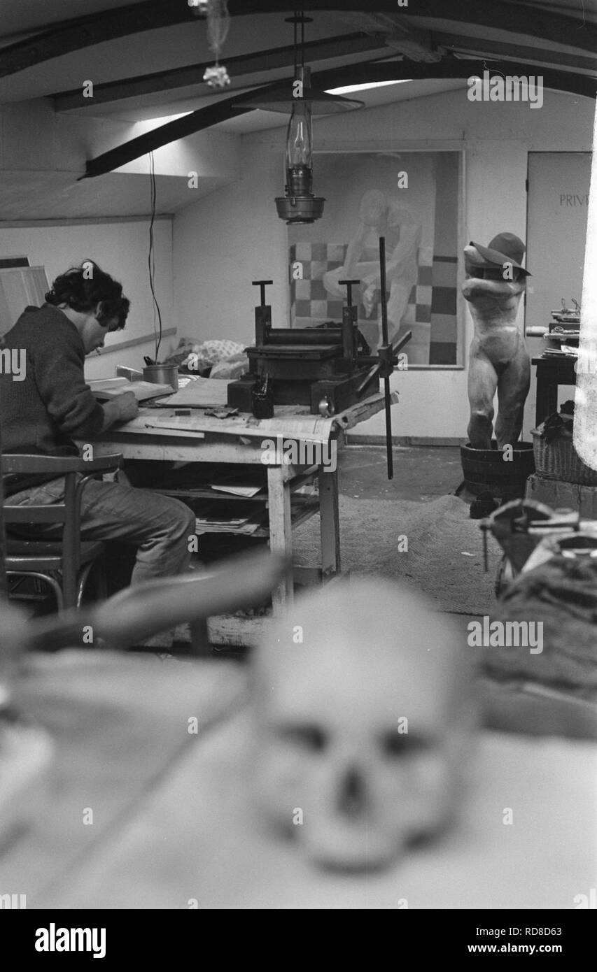 Amsterdamse grachten met woonboten. Schildersatelier op woonboot, interieur, Bestanddeelnr 923-2469. - Stock Image