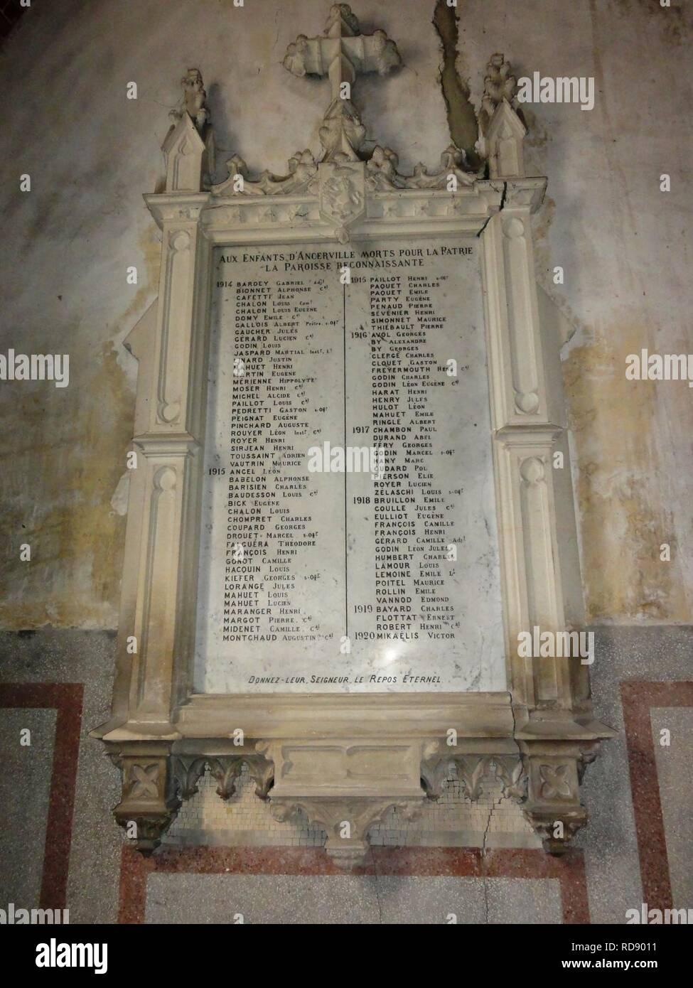Ancerville (Meuse) église (12) plaque monument aux morts 1914-1920. - Stock Image