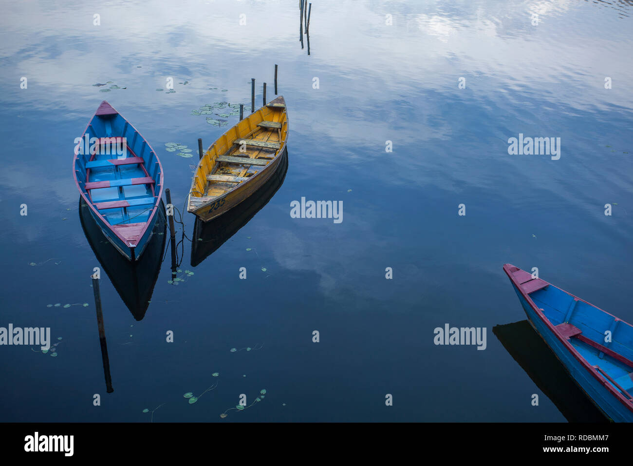 Boats in Begnas lake in Pokhara, Nepal. - Stock Image