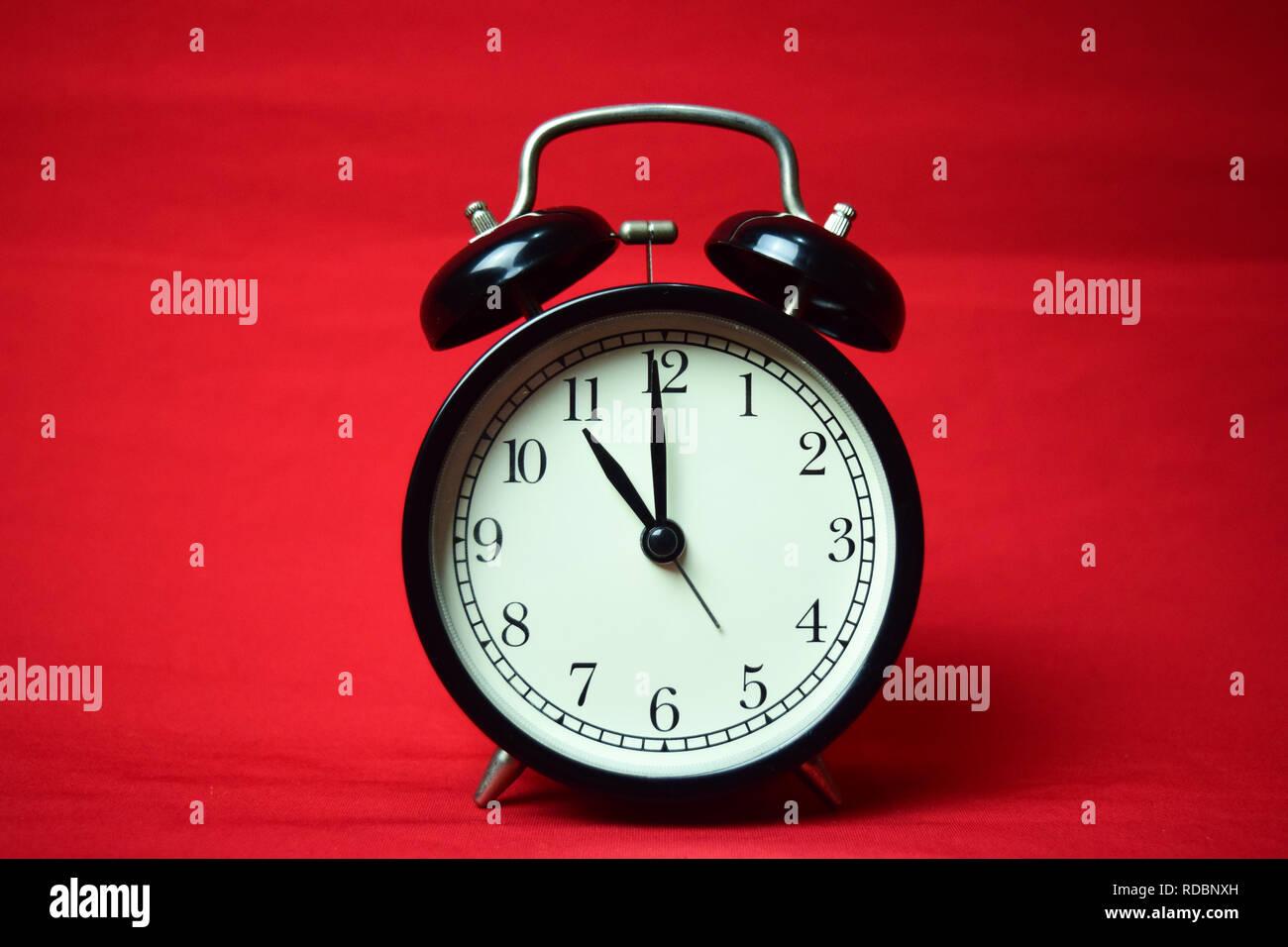 11 o'clock,am,pm,arrow,axis,background,business,chronometer,circle,circular,clock,clockface,clockwise,clockwork,closeup,concept,countdown,detail,eleve - Stock Image