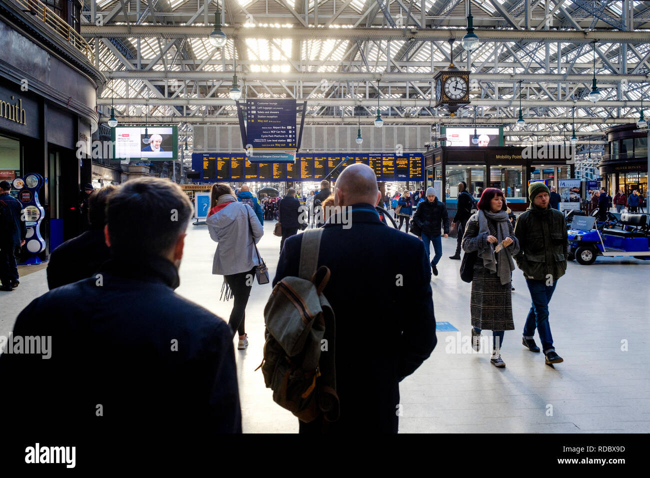 Passengers on the concourse at Central Station, Glasgow, Scotland - Stock Image