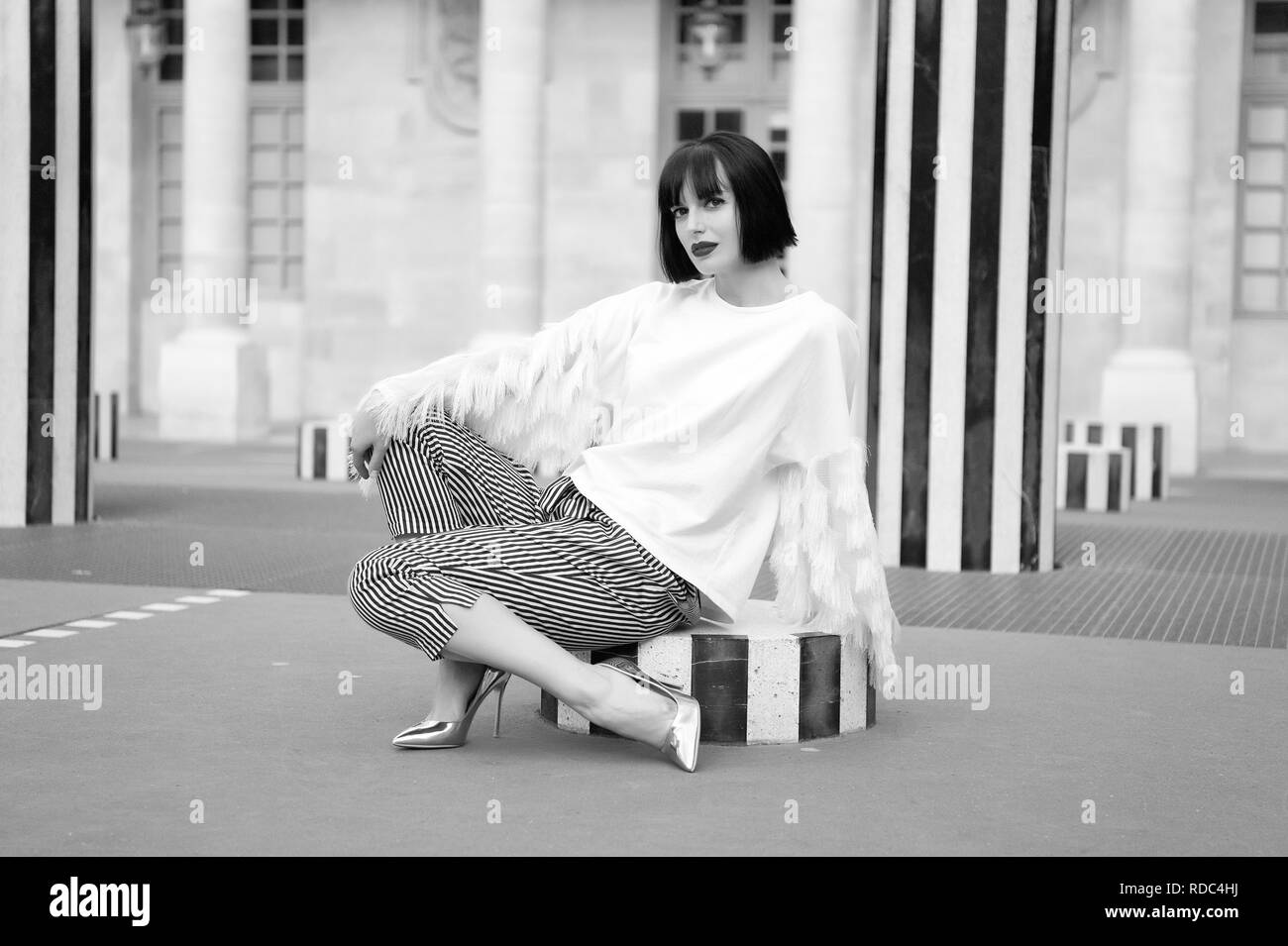 Beautiful young girl sitting outdoor in Paris, France. - Stock Image