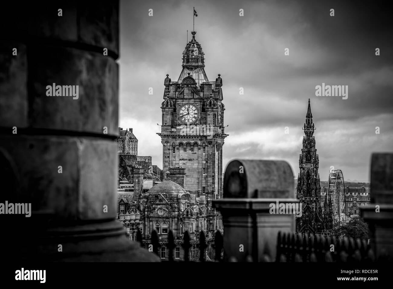 Europa, Großbritannien, Schottland, Edinburgh, Aussichtspunkt, Calton Hill, Hotel, Balmoral, Turm - Stock Image