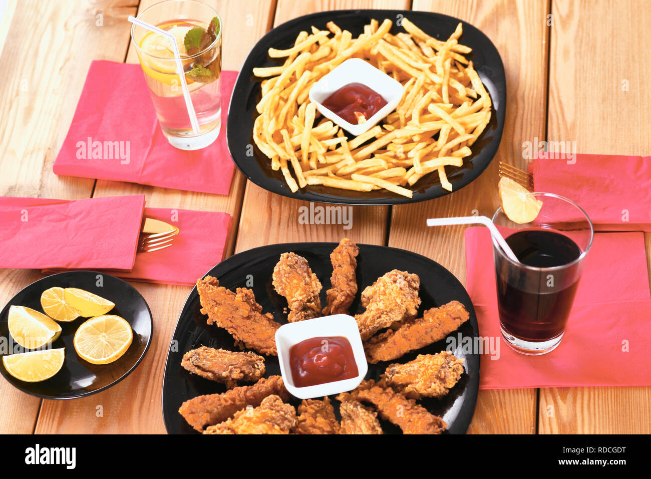 potatoes and wings with sauce in the plate on the table - Stock Image