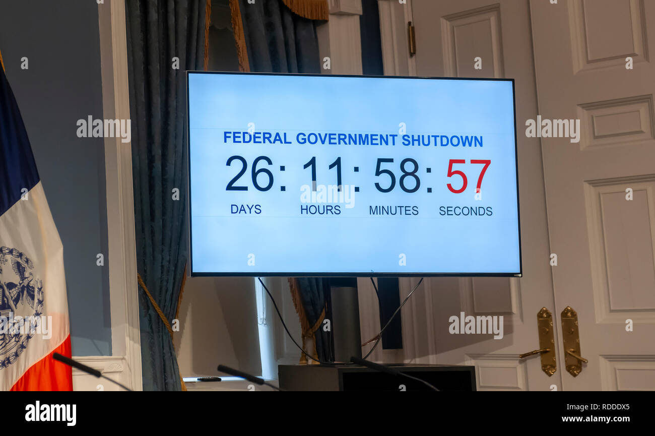 New York, USA. 17th Jan 2019. Federal government shutdown clock in City Hall during a press conference in the Blue Room on Thursday, January 17, 2019 on the effects of the government shutdown on funding of services in New York. As the shutdown progresses funding for Section 8 vouchers, SNAP benefits and an assortment of other services will cease putting New Yorkers who rely on them at risk.  Credit: Richard Levine/Alamy Live News - Stock Image