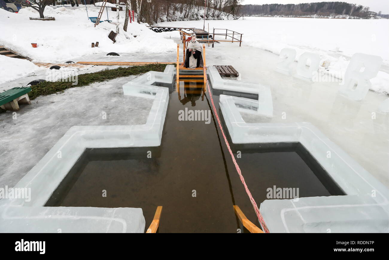 Belarus. 18th Jan, 2019. MINSK REGION, BELARUS - JANUARY 18, 2019: An Orthodox priest blesses waters in Lake Vyacha near the village of Pilnitsa ahead of the celebrations of Epiphany. In Eastern Christianity, the feast of Epiphany commemorates the Baptism of Jesus and is celebrated according to the Julian calendar. Natalia Fedosenko/TASS Credit: ITAR-TASS News Agency/Alamy Live News - Stock Image