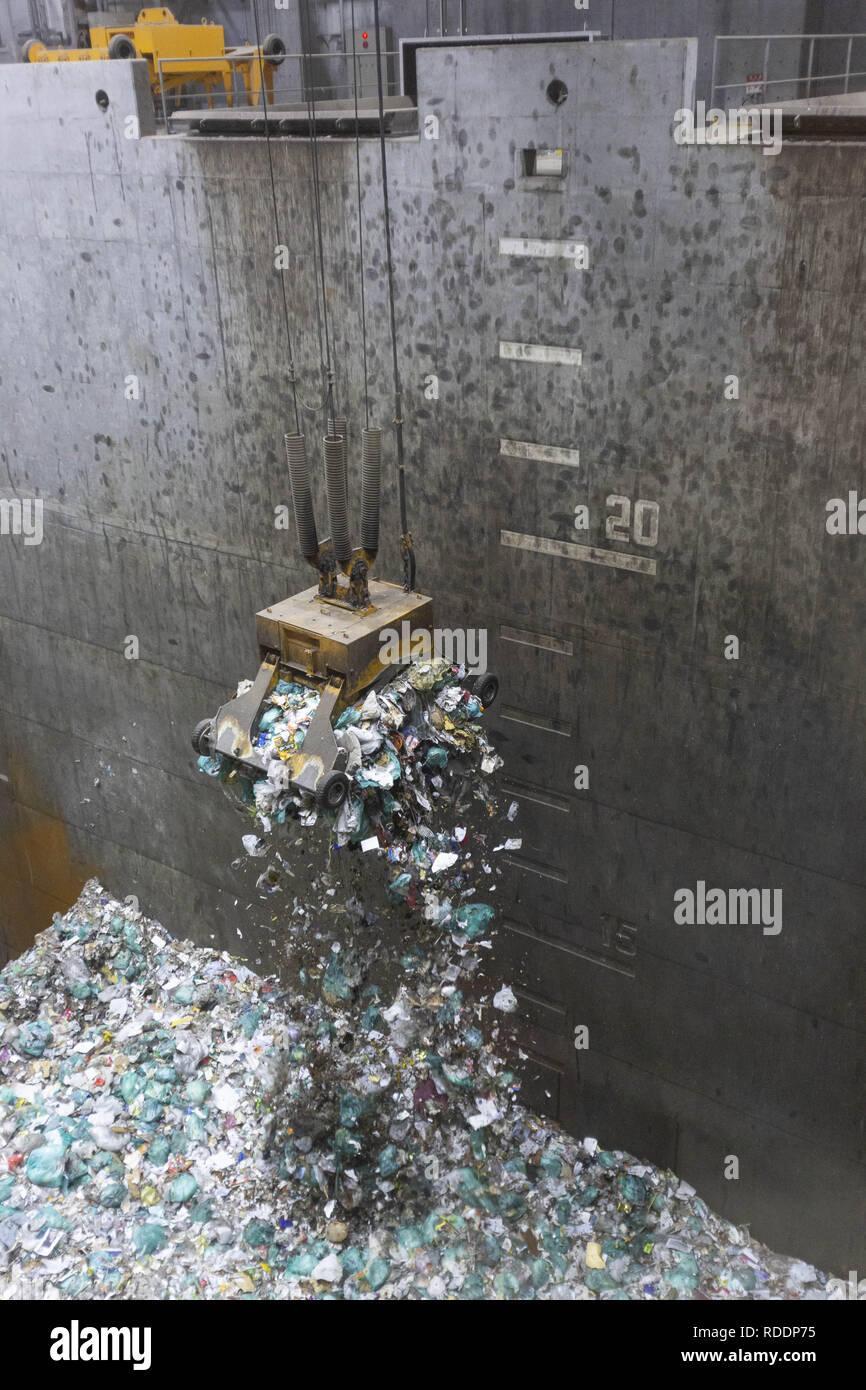 Tokyo, Japan  18th Jan, 2019  A crane carrying trash is seen from a