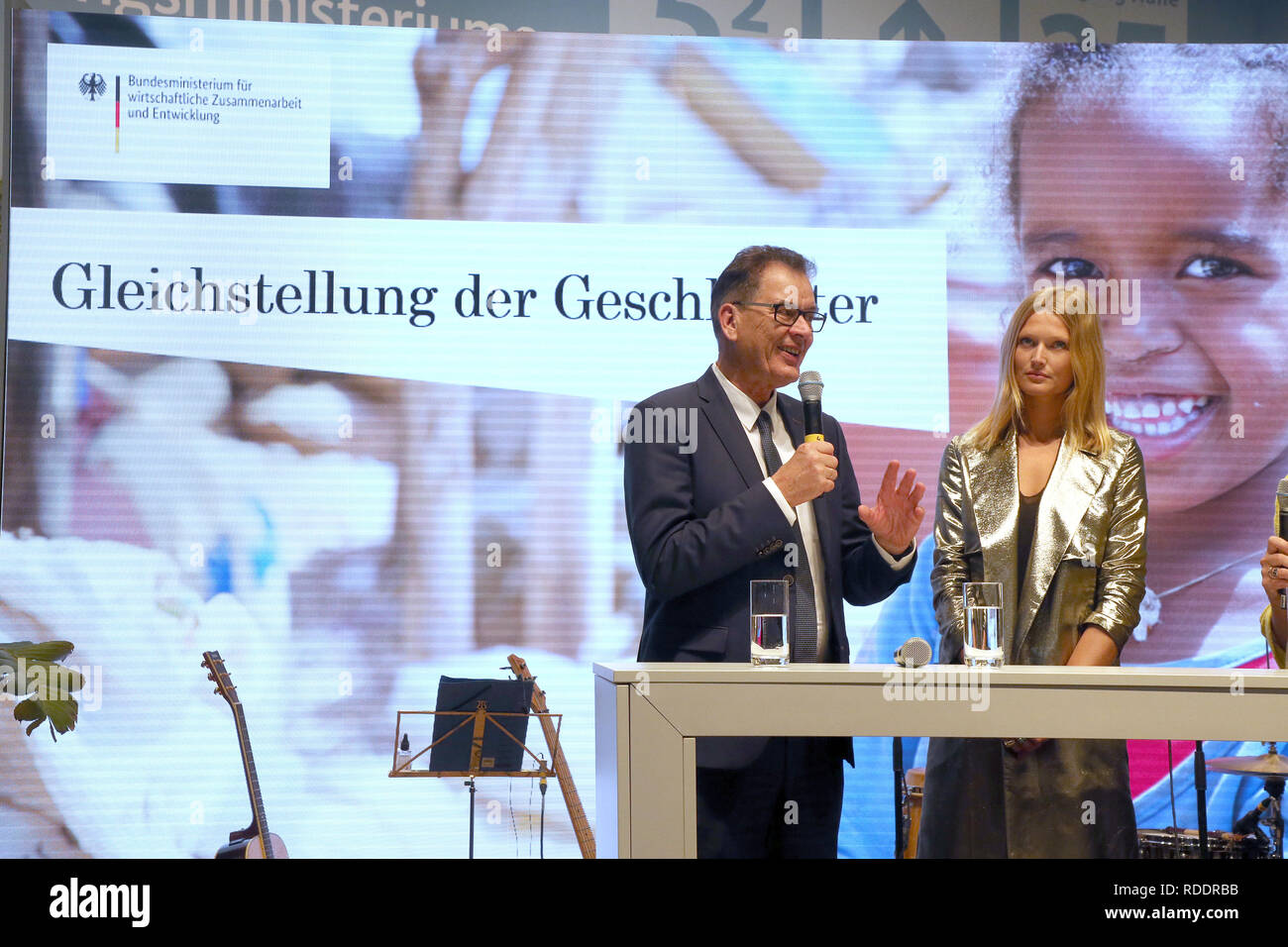 "Berlin, Germany. 18th Jan, 2019. Gerd Müller (CSU), German Development Minister, and photo model Toni Garrn are taking part in an event at the International Green Week under the motto: ""EINEWELT ohne Hunger ist möglich - mit fairem Einkauf und fairer Produktion"" (""ONE World without Hunger is Possible - with Fair Shopping and Fair Production""). The fair for food, agriculture and horticulture took place for the first time in Berlin in 1926. The partner country this year is Finland. Credit: Wolfgang Kumm/dpa/Alamy Live News Stock Photo"