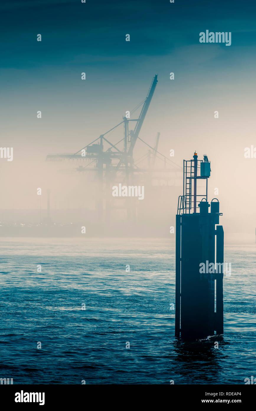 Deutschland, Hamburg, Elbe, Hafen, Nebel - Stock Image