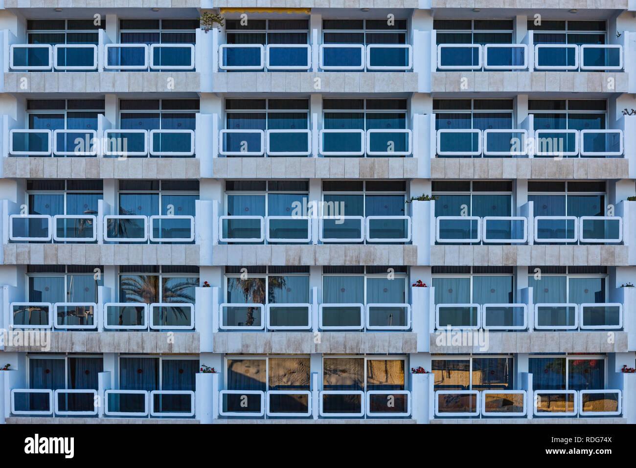 Fassade mit Fenster, Balkon und Türen - Stock Image