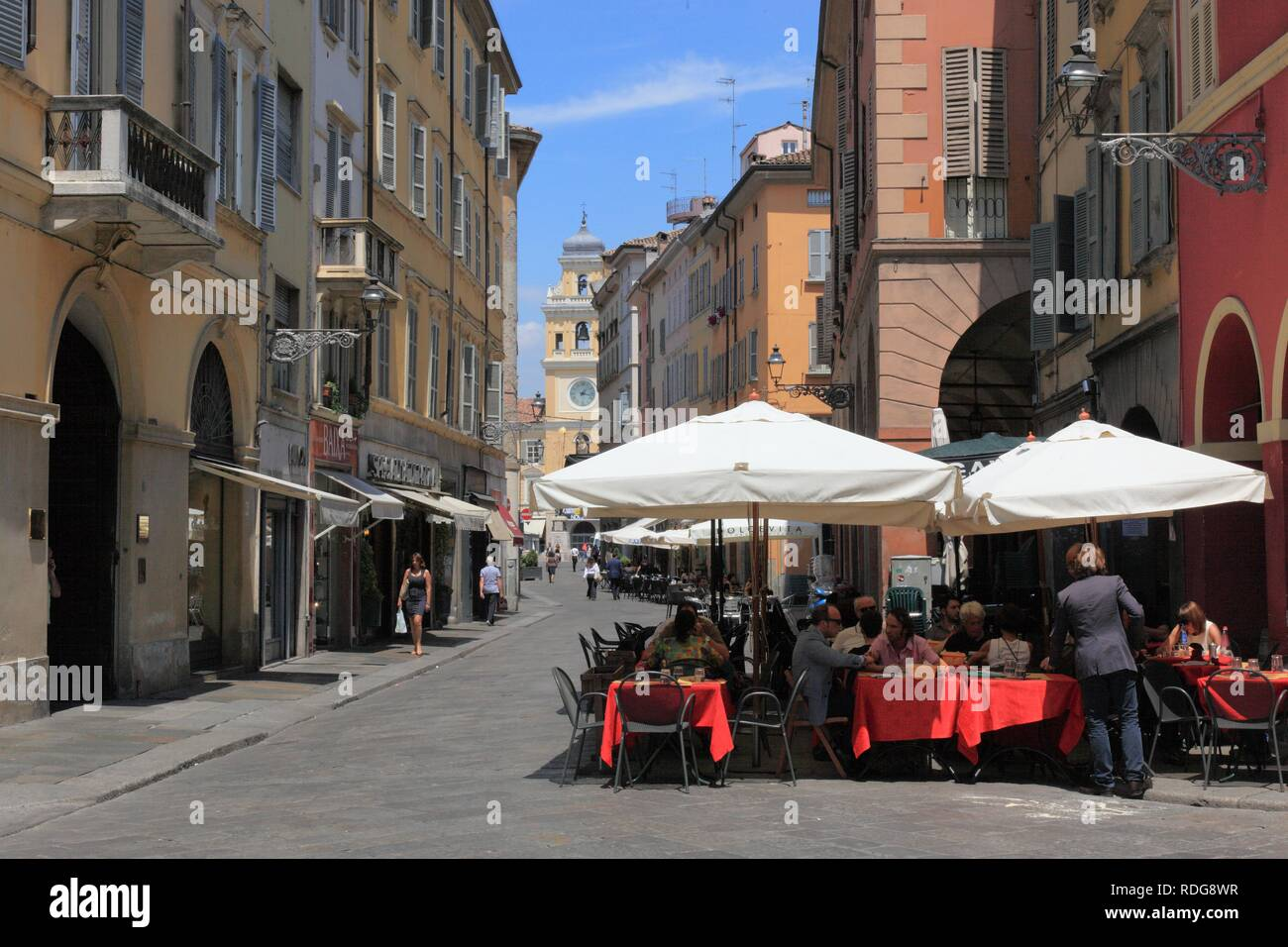 Sidewalk cafe in the historic town centre of Parma, Emilia Romagna, Italy, Europe - Stock Image