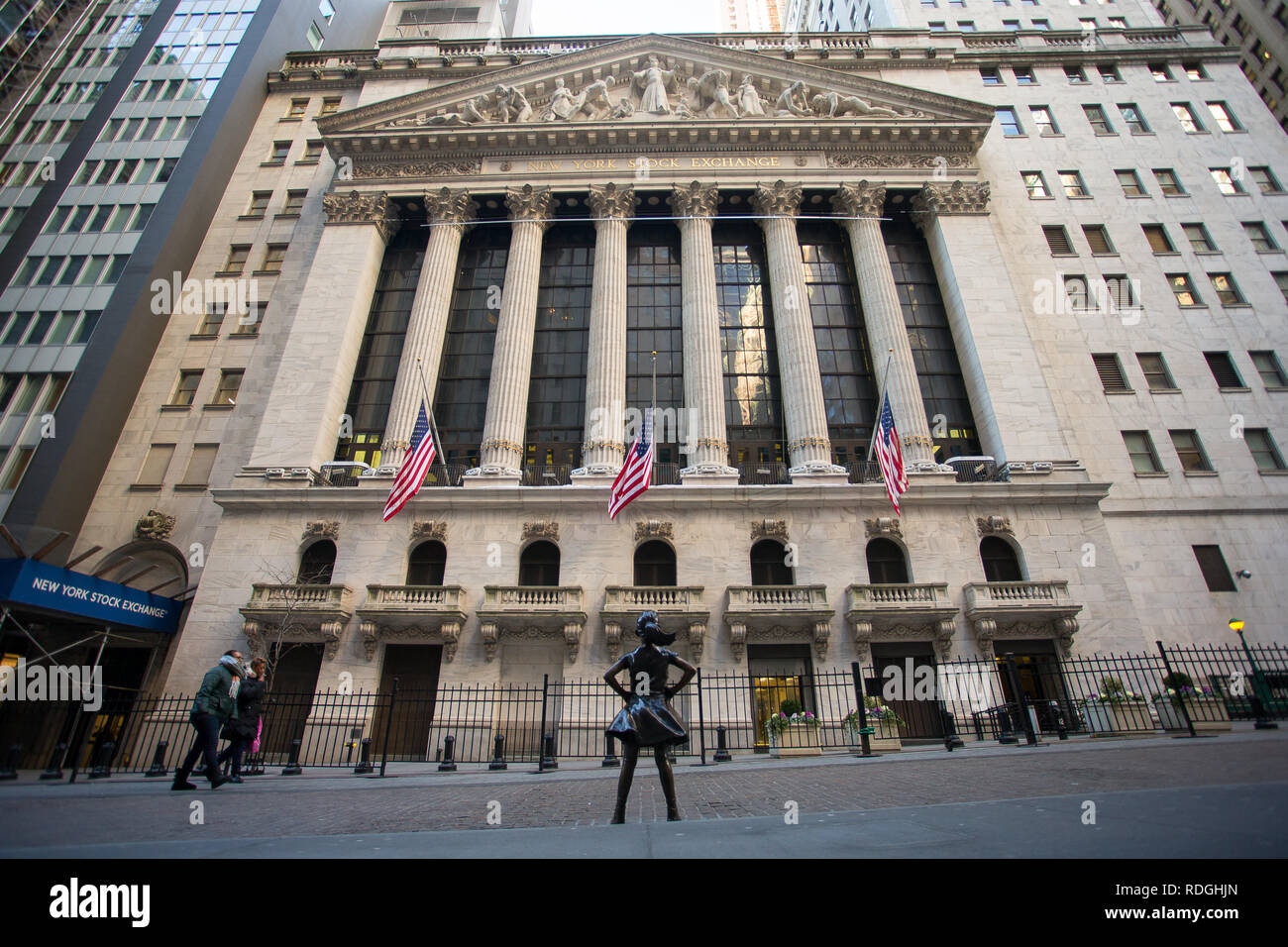 General View GV of the New York Stock Exchange, Wall Street, Manhattan, New York, USA with a view of the fearless girl statue - Stock Image