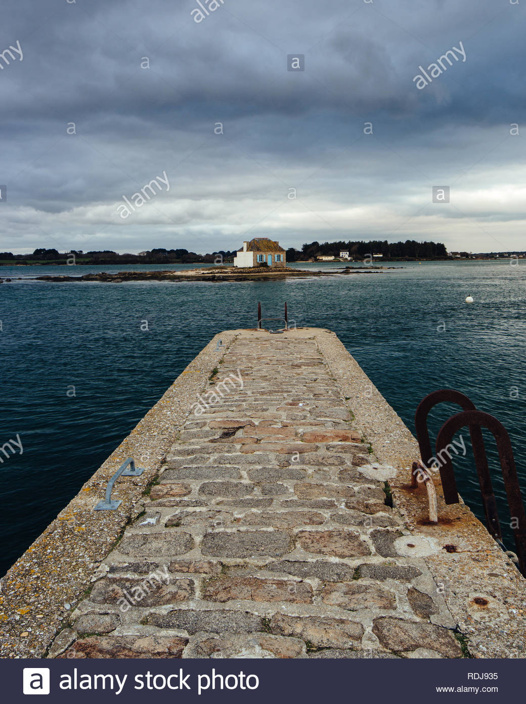 Little harbor of 'Saint-Cado' in Brittany, France. A place famous for the different houses surrounded by water. - Stock Image