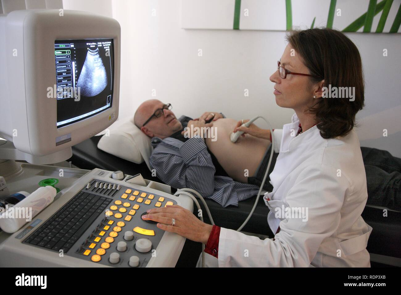 Medical practice, doctor with patient, ultrasonography, ultrasound scanning - Stock Image
