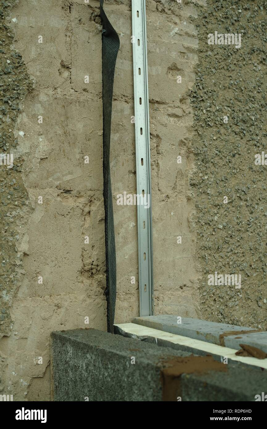 Detail of vertical damp proof course inserted during construction of an extension. - Stock Image