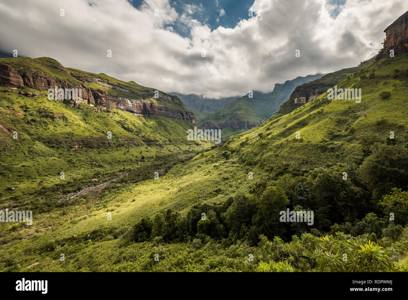 Ciffs and mountain sides on the Thukela hike to the bottom of the Amphitheatre's Tugela Falls in the Royal Natal National Park, Drakensberg, South Afr Stock Photo