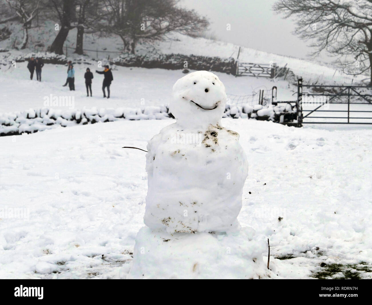 Barrel Edge, Bolehill, Derbyshire. 19th Jan 2019. UK Weather: Snowman & walkers enjoying the snowy wintery weather Barrel Edge, Bolehill, Derbyshire, Peak District National Park Credit: Doug Blane/Alamy Live News - Stock Image