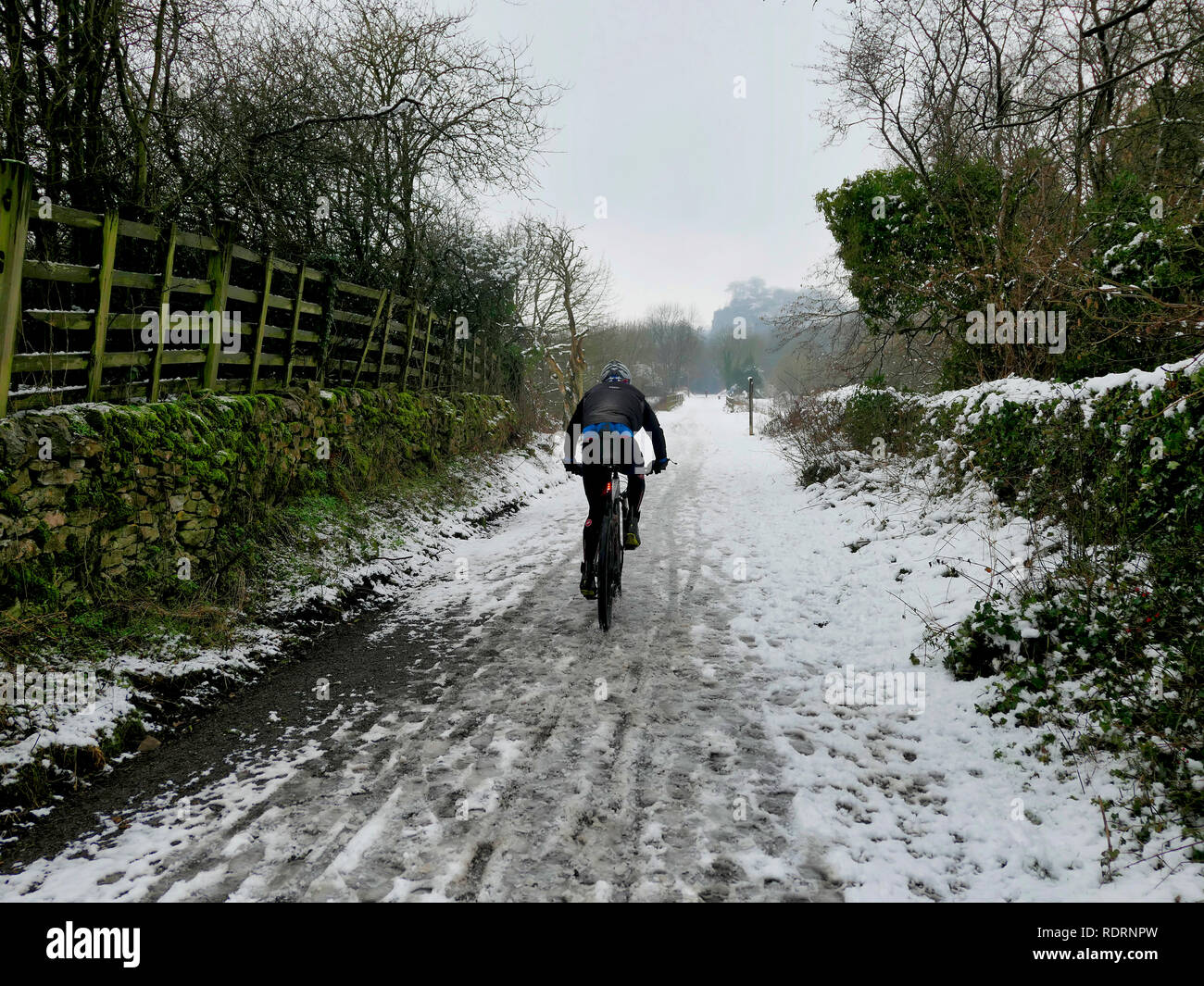 UK Weather: mountain bikers enjoying the snow conditions along the High Peak Trail, Black Rocks, Bolehill, Derbyshire, Peak District National Park Credit: Doug Blane/Alamy Live News - Stock Image