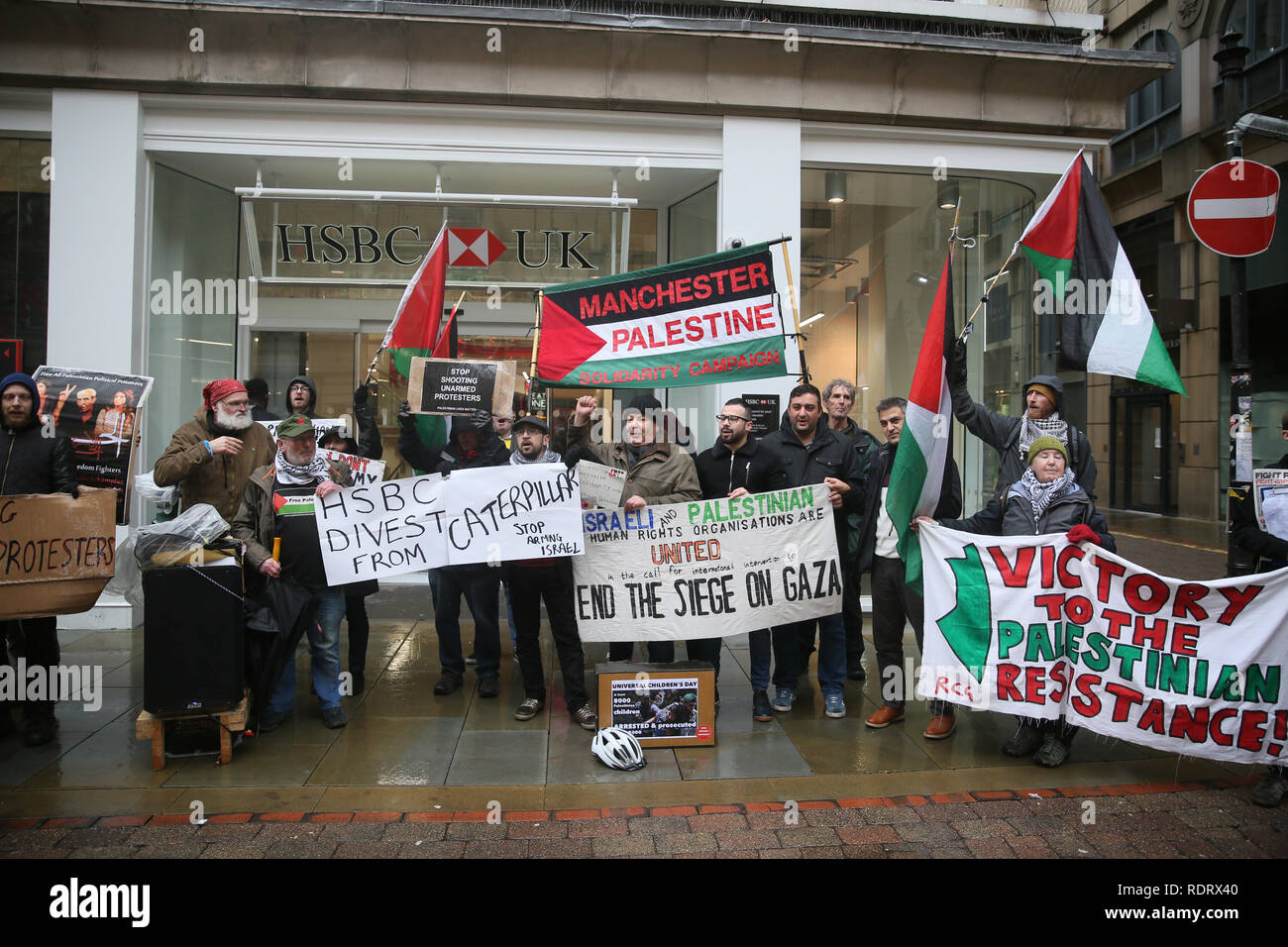 Manchester, UK. 19th January 2019. Pro Palestinian protesters outside HSBC Bank during International week of action called by the Manchester boycott Israel group in solidarity with the Palestinian Prisoner Solidarity Network.  19th January 2019 (C)Barbara Cook/Alamy Live News Credit: Barbara Cook/Alamy Live News - Stock Image