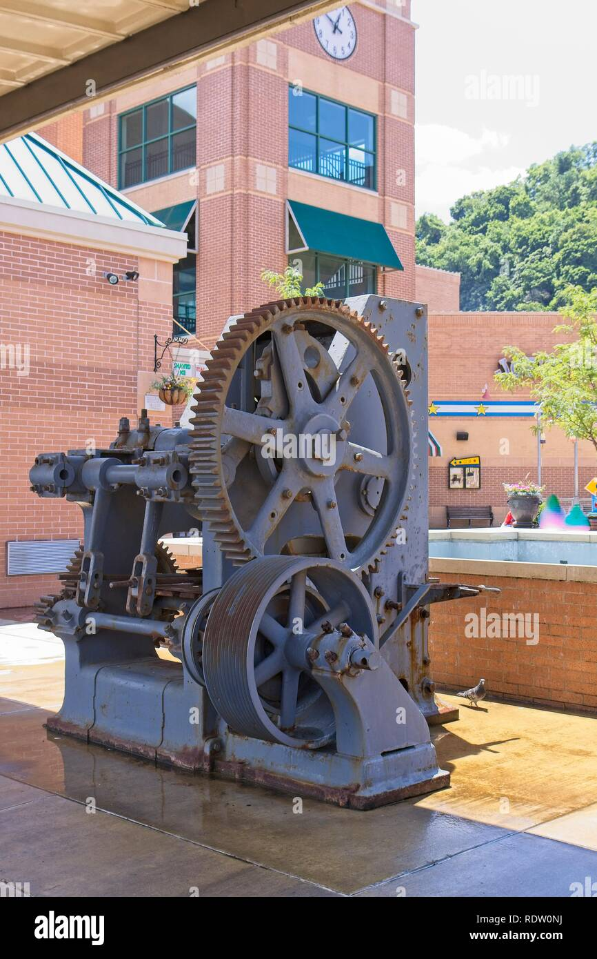 Pittsburgh Pennsylvania USA June 08, 2010 Refractory Brick Press C. 1941 Mechanical toggle press molded refractory brick with a pressure of 400 tons. - Stock Image