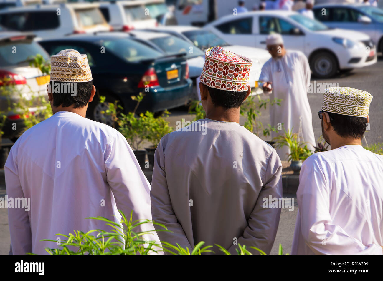 Omani Men In Traditional Clothing Stock Photos & Omani Men In