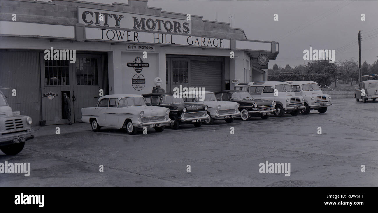 1950s, Oxford, Exterior view of City Motors, Tower Hill Garage, England, UK. This motor vehicle dealer and garage sold and serviced both Vauxhall Bedford and Morris cars and vans. - Stock Image